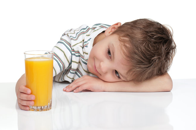 child-drinking-juice-arsenic
