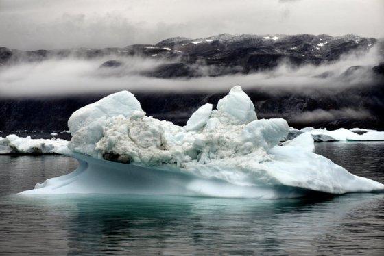 31climate-master675 melting Greenland ice