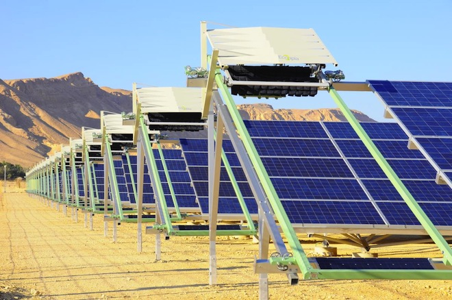 world's first self-cleaning solar plant, ketura, ecoppia, robot PV cleaners, negev desert, israel, waterless solar cleaning, Siemens AG, Arava Power