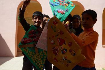 Syrian refugee children upcycle Jordan's litter into kites