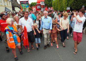Corbyn entouré par ses partisans