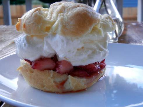 berry-cream-puff