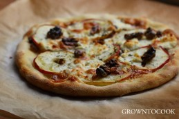 apple and goat cheese pizza