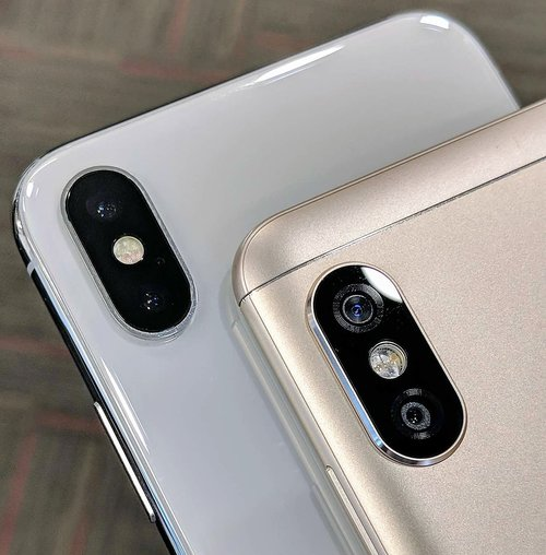 Note 5 Pro vs iPhone X / Fot. Ankit Chugh