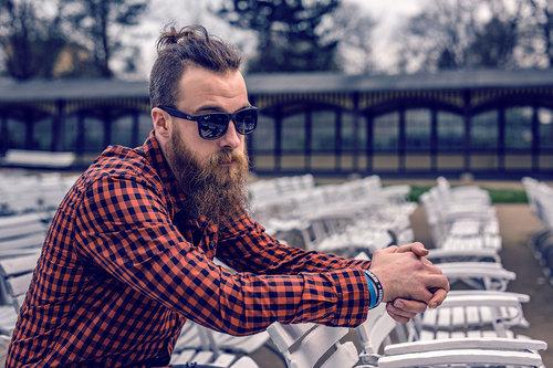 fot. chłopak z brodą / mat. partnera