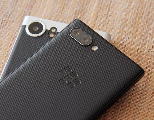 U dołu BlackBerry KEYOne, u góry BlackBerry KEY2 / fot. gsmManiaK.pl