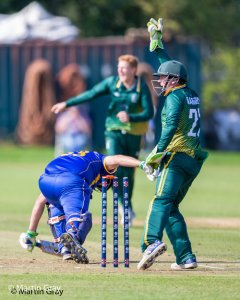 Attempted Stumping by Zak Damarell