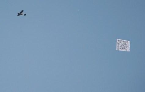 QR-code Airplane