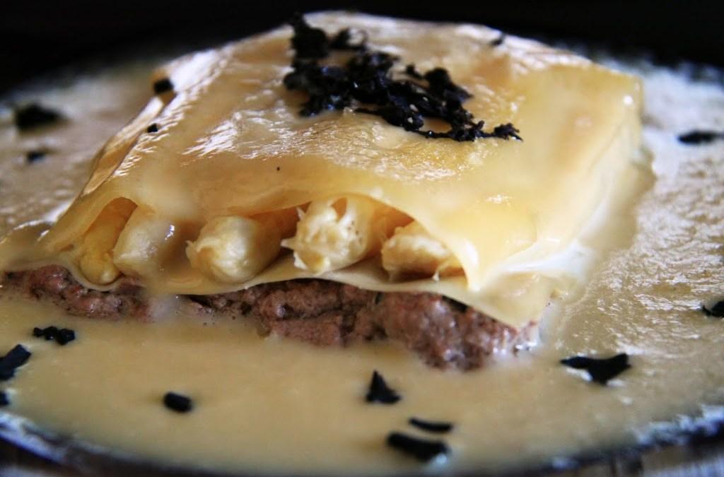 Lasaña de foie y espárragos con salsa de trufa. concurso de recetas aoste