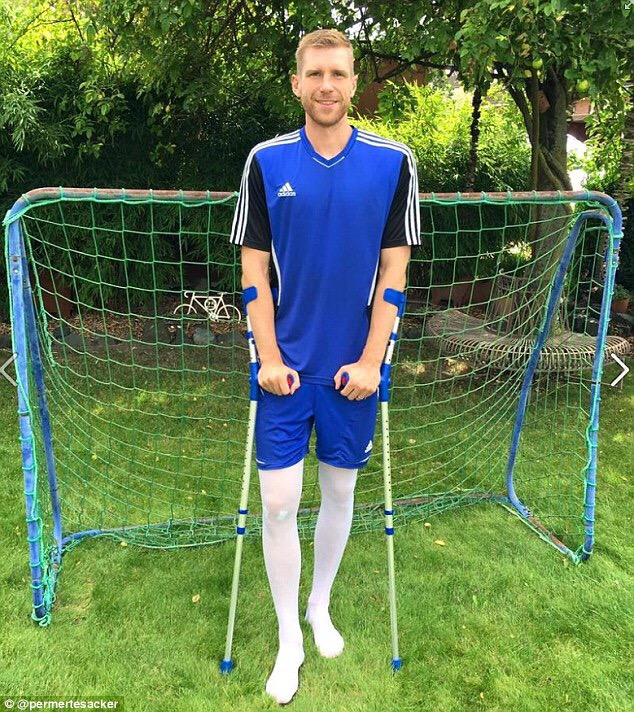 Mertesacker - Out for at least 5 months...