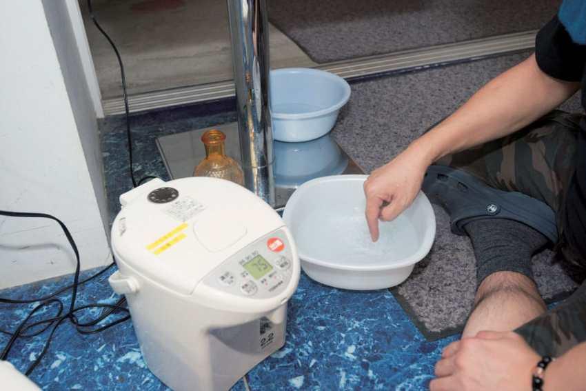 Hari itu lotion dicampur dengan air panas 75 derajat Celcius.