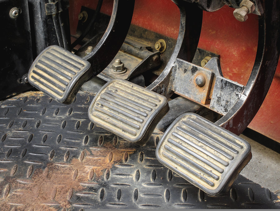 Dirty break clutch and accelerator gear shifter pedal of manual transmission car