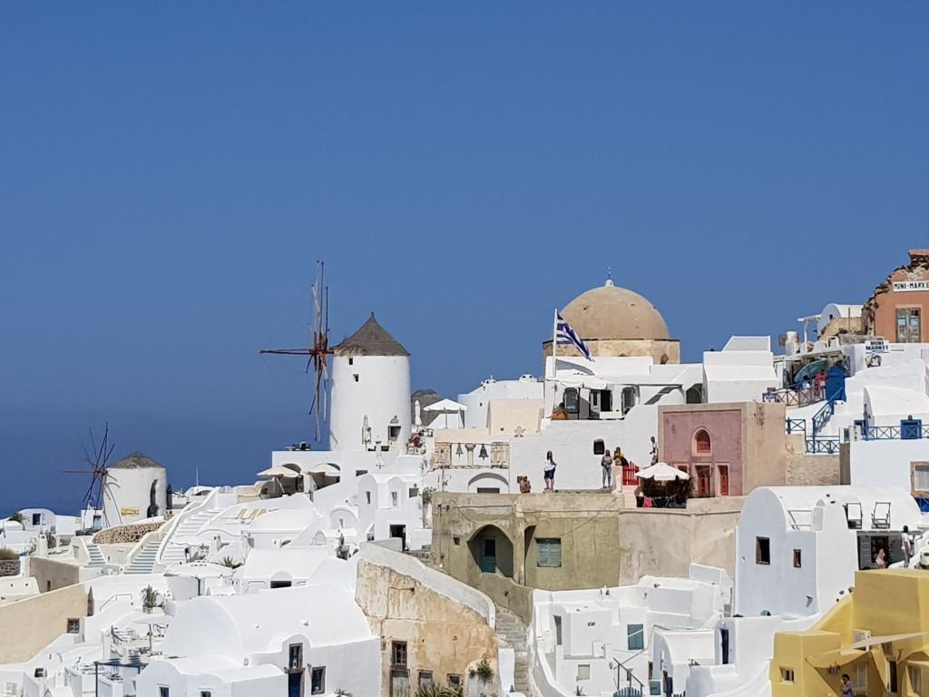 טיול זוגי רומנטי בסנטוריני יוון – ביקור בתוך ציור