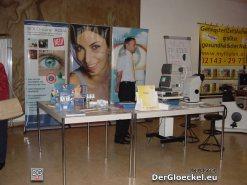 Ein Sehtest mit elektronischen Gerätschaften ausgeführt durch einen ausgebildeten Fachmann kann erste Hinweise für den möglichen Bedarf an Sehhilfen ergeben