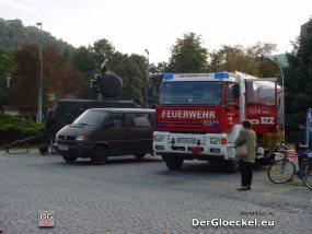 li. das Österreichische Bundesheer mit einer mobilen Radareinheit - re. die FF Hainburg/D.