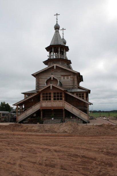 Церковь в честь апостолов Петра и Павла в Карпогорах