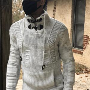 greyBuckleSweater_1