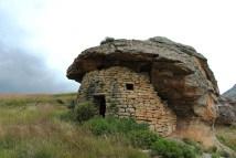 De meeste van deze herdersconstructies zijn verlaten toen Sehlabathebe een nationaal park werd. Tijdens de winter krijgen de herders nog steeds beperkte graasrechten in het park en worden sommige constructies terug bewoond.