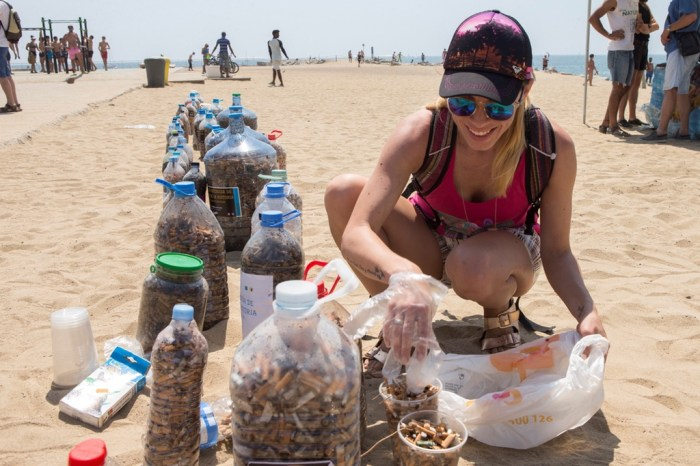 Cleaning operation of beaches in Barcelona