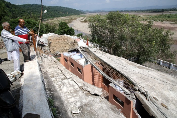 Seven people died in Jammu due to landslides and floods