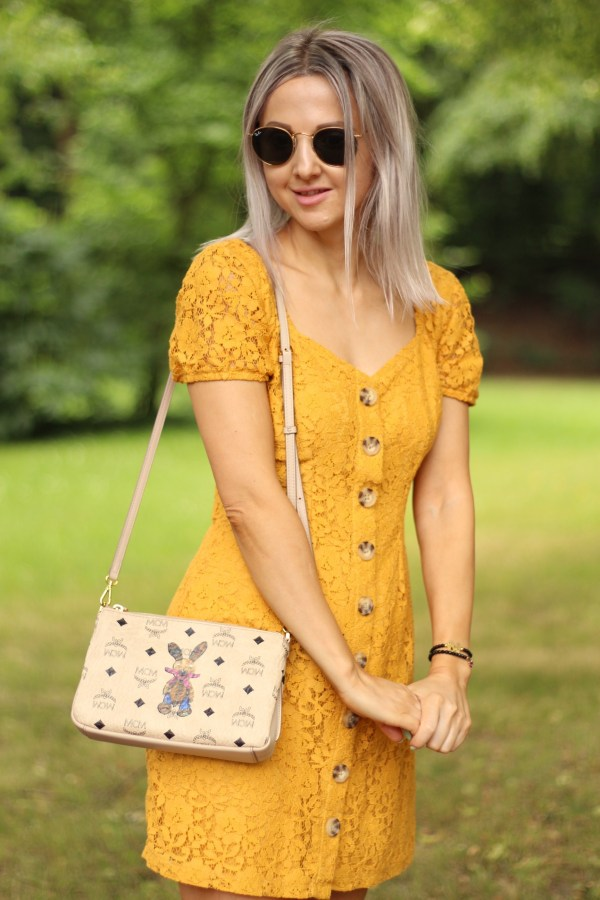 MCM Tasche, Abercrombie Kleid, Ray-Ban Sonnenbrille