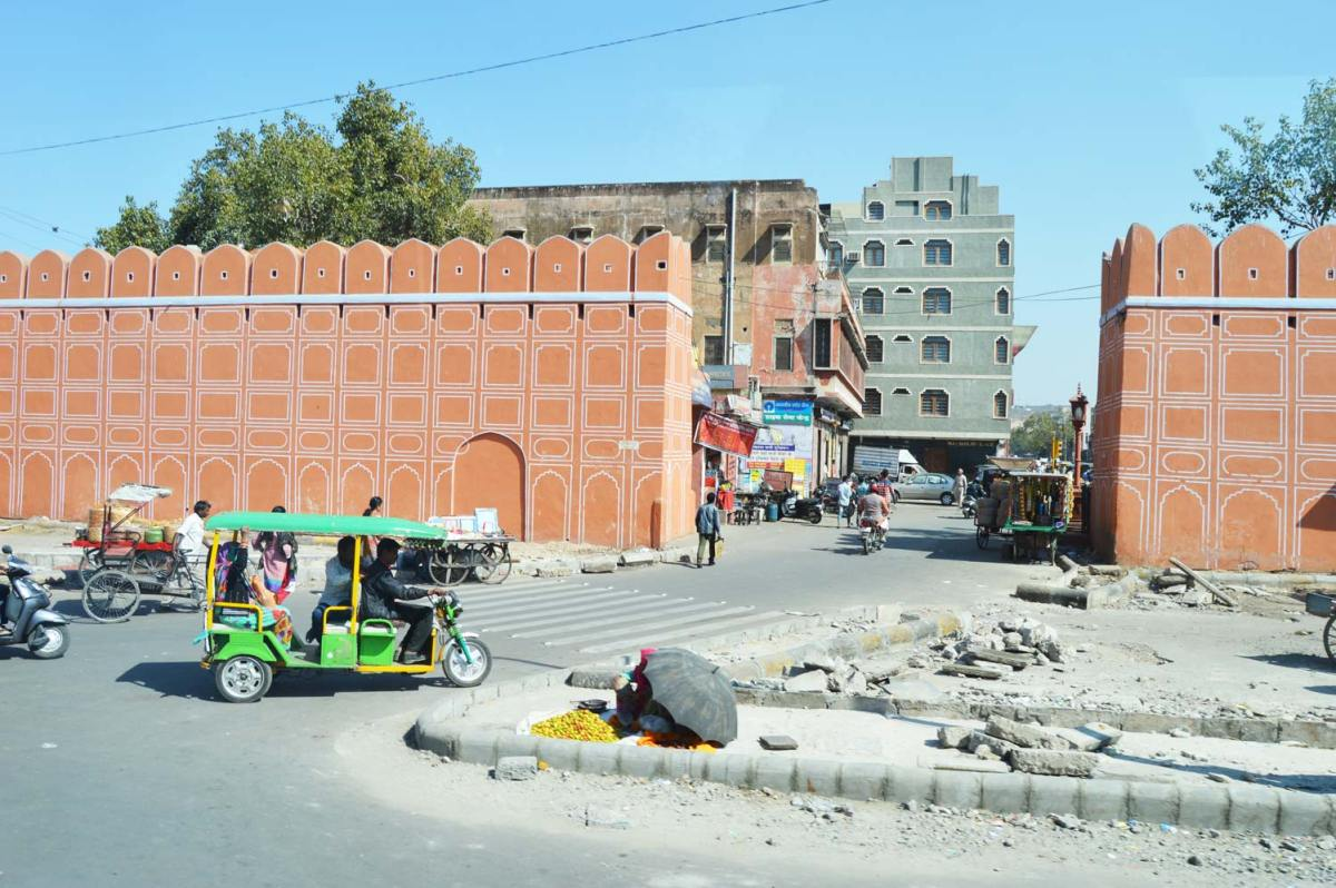 Much of Jaipur is painted with the white geometric pattern, seen here.
