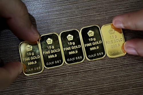 Harga emas Antam turun 2000
