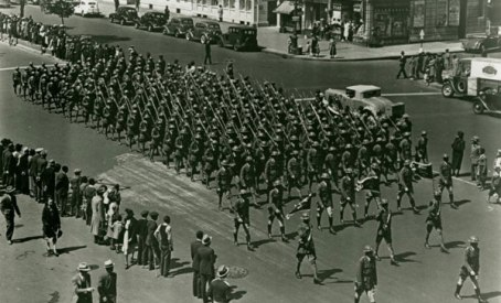 InfantryMarchingFifthAve1919