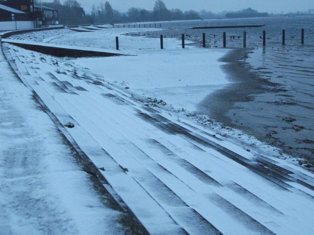 STRAWBERRY LINE TIMES Video: snow and ice at Cheddar Reservoir back in 2018 – or was it 2012? Anyway – it was very cold – some footage of a Siberian scene