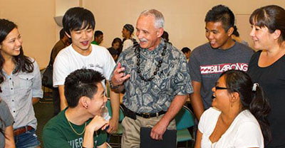 Manoa Chancellor Tom Apple with UH Manoa students