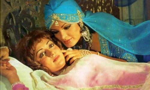 Razia Sultan, Hay una lesbiana en mi sopa