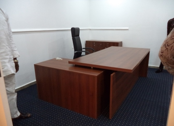 ID: HT ET30, Executive Office Table