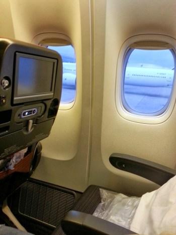 JAL 777 economy seat