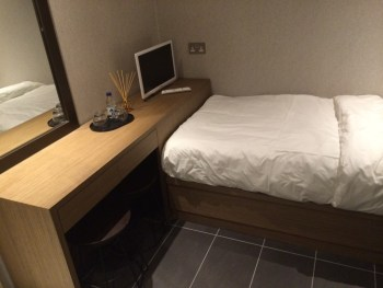 Plaza Premium Heathrow bedroom