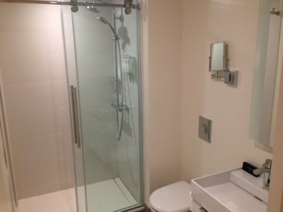 innside melia new york room bathroom shower