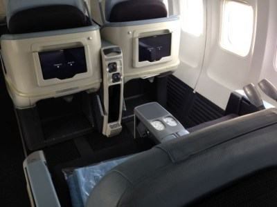 la compagnie airplane seat tablet