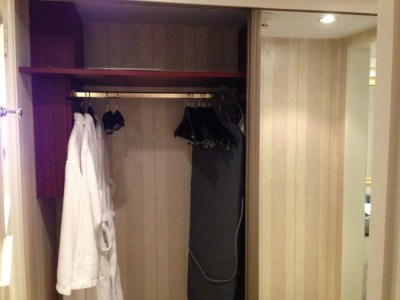 intercontinental-vienna-wien-room-wardrobe-robe-ironing-board
