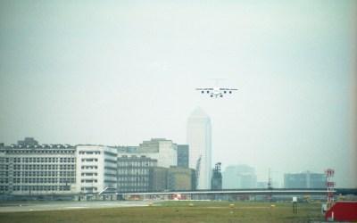 london-city-airportone-canada-square-landing-c1992