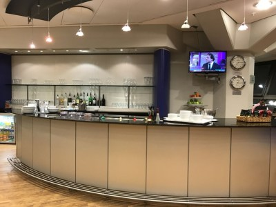 british-airways-terraces-lounge-berlin-tegel-review-bar