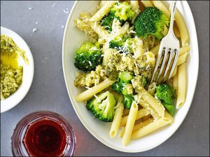 Penne mit Broccoli-Pesto