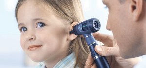 How does an otoscope work