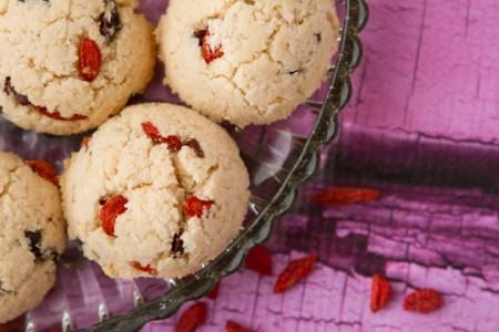 Superpower Macaroons with goji berries and cacao #vegan #glutenfree #paleo