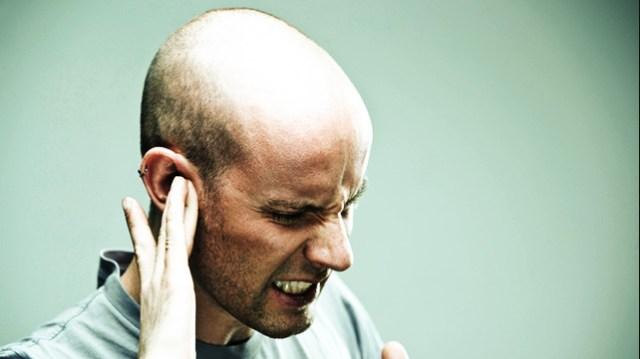 Vertigo, tinnitus, hearing loss, and pain are common symptoms 3