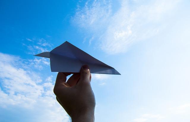 paper-plane-1607340_640