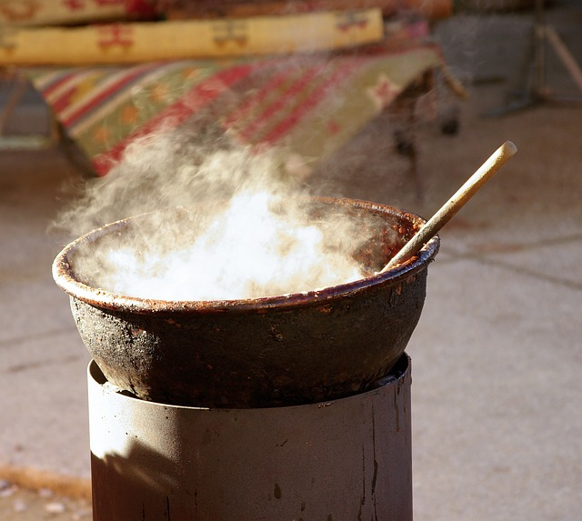 cauldron-559994_640-1