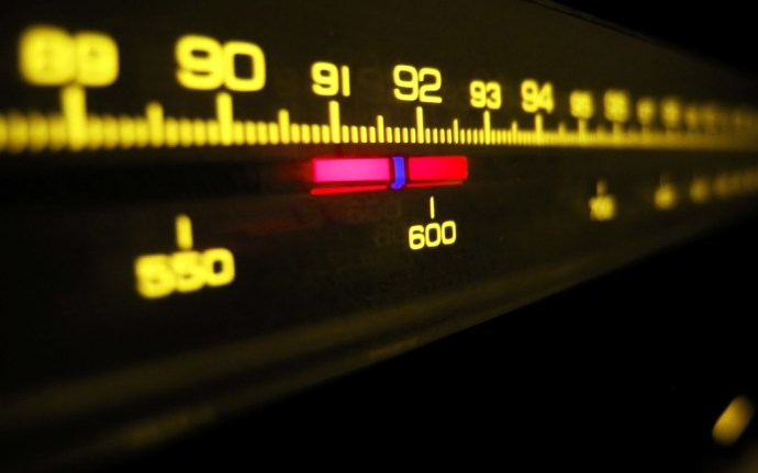 radio-fm-waves-artistic-wallpaper-1920x1200-3710