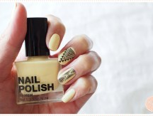 <span>Nail art</span> Yellow Aztec