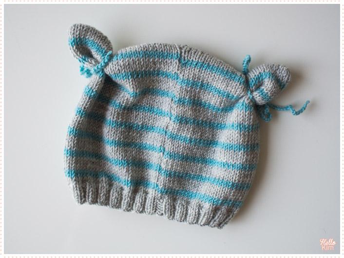 tricot-layette_bonnet-a-oreilles_rayures-bleu-gris_hellokim3