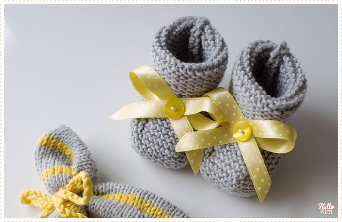 tricot-layette_chaussons-point-mousse_gris-jaune-garcon_hellokim03