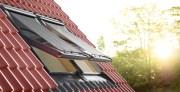 Henke Dachdecker für Rinteln - VELUX Deutschland GmbH: Das wetterbeständige, lichtdurchlässige Gewebe liegt dezent außen vor dem Fenster und hält die energiereichen Sonnenstrahlen fern